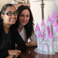 Cake Decorator Diamel Delights