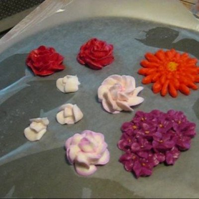 Royal Icing Flowers Tutorial: How to make Hydrangeas, Gerber Daisies on Cake Central