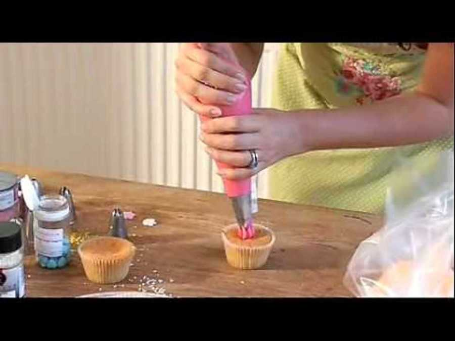 How To Pipe a Rosette on a Cupcake