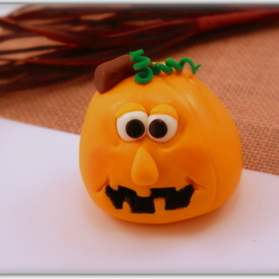 How to Make Fondant Jack-O'-Lantern Toppers on Cake Central