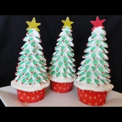 Christmas Tree Marshmallow Topper Tutorial on Cake Central