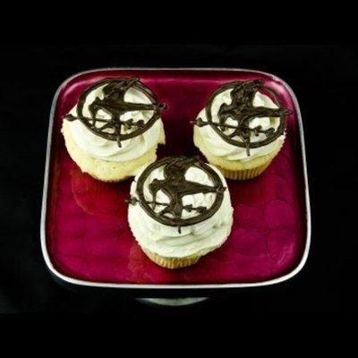 How to Make a Hunger Games Mockingjay Cupcake Topper on Cake Central