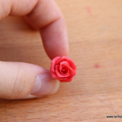 Miniature Modeling Chocolate Roses on Cake Central