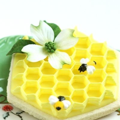 Buzzing Beautiful Cakes with Bees on Cake Central