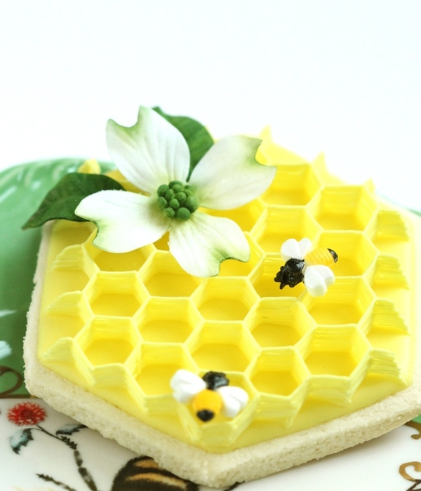 Buzzing Beautiful Cakes with Bees