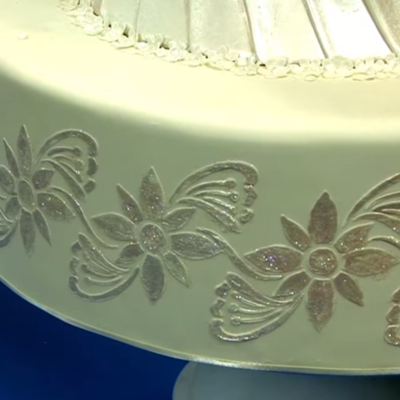 How to Stencil a Cake on Cake Central