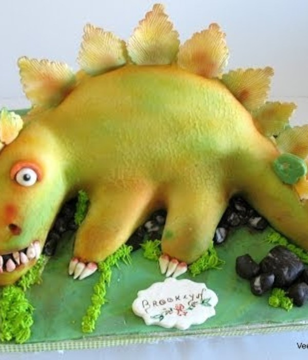 Sculpted Dinosaur Cake