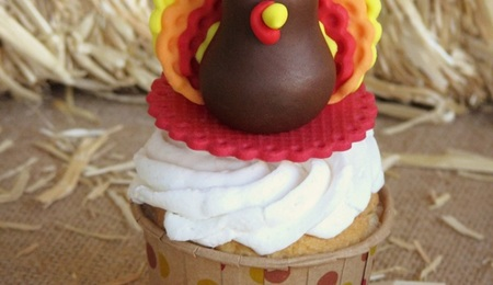 Gobble Up This Sweet Turkey Fondant Topper Tutorial