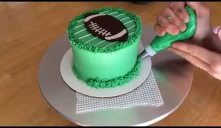 How to Decorate a Simple Football Cake