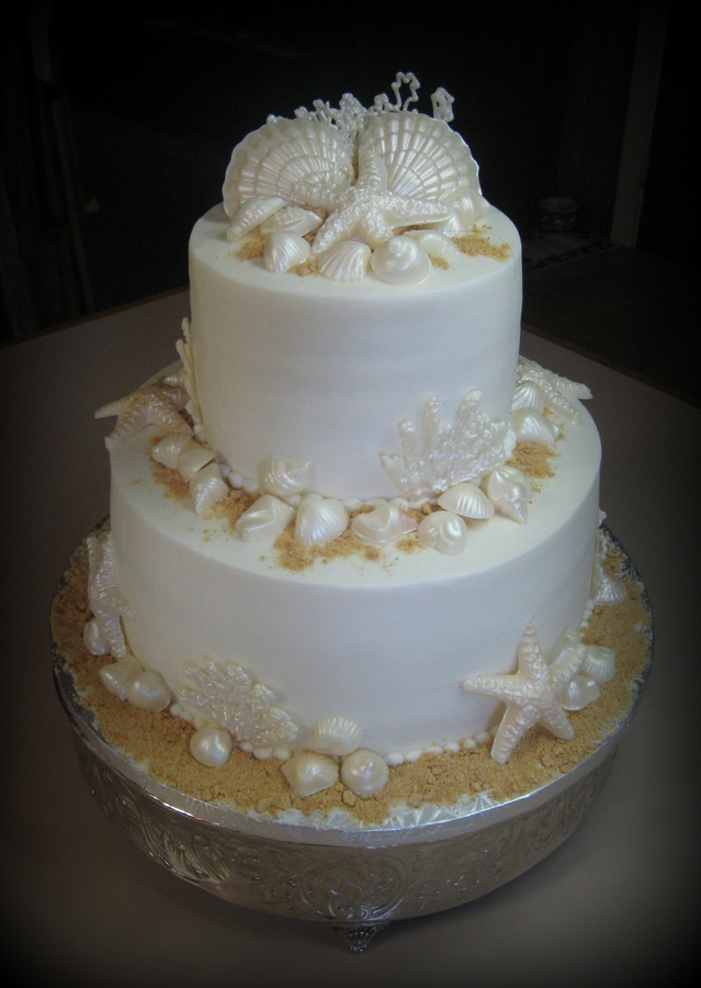 White chocolate sea shells on a butter cream cake.