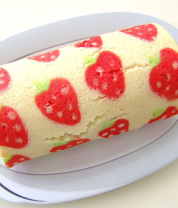 How to Make a Decorated Swiss Roll Cake