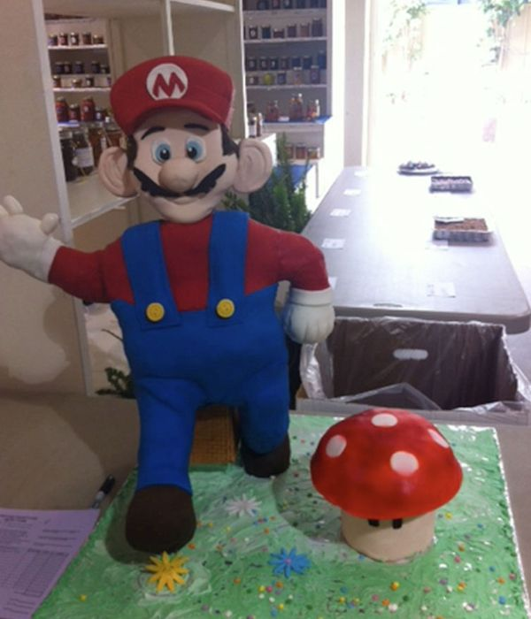 How to make a Super Mario cake or any other standing figure...