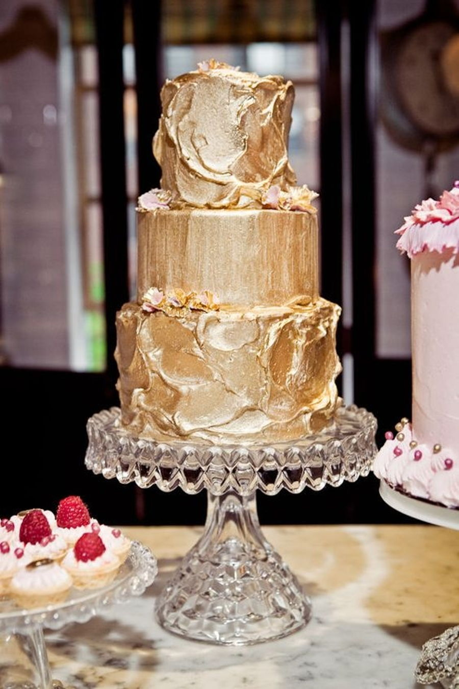 900_metallic-gold-buttercream_94612656da6e02ba0b7.jpg