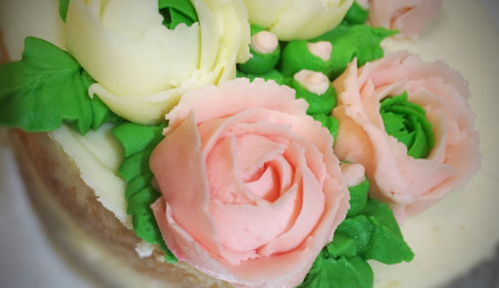 Basic American buttercream recipe for pipping flowers