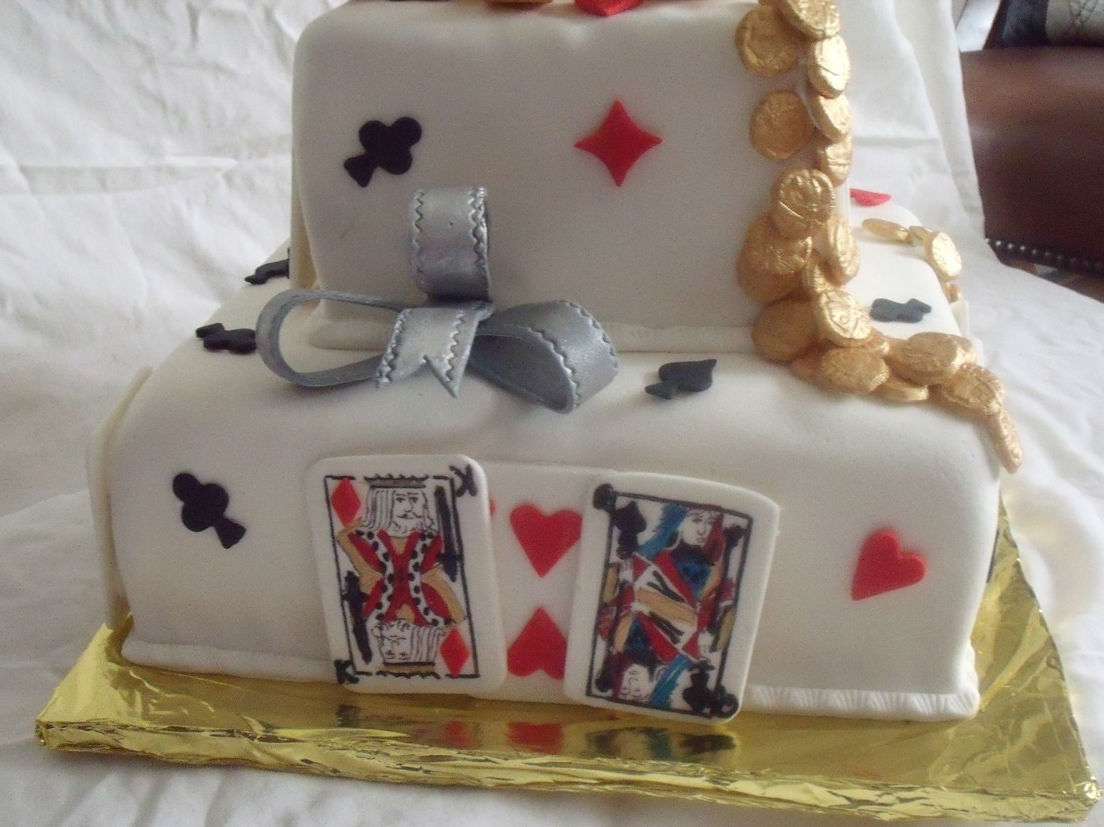 Cake Decoration Playing Cards : Poker Cake Or Playing Card Cake Or Casino Cake ...