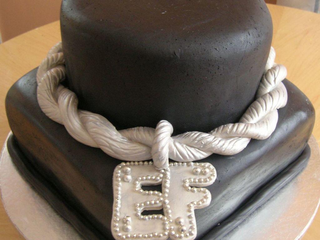 Enjoyable Hip Hop Old Skool Platinum Birthday Cake Cakecentral Com Funny Birthday Cards Online Inifodamsfinfo