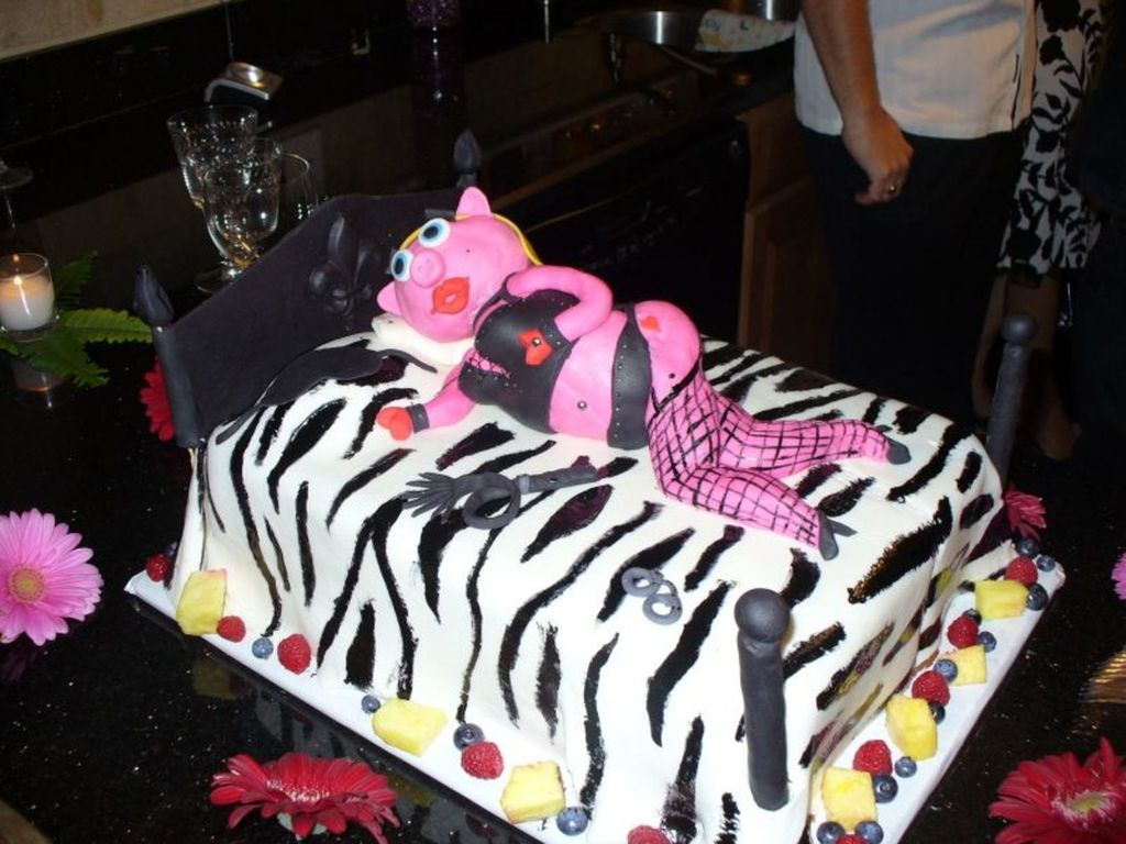 Excellent 40Th Birthday Sexy Pig Cakecentral Com Funny Birthday Cards Online Hendilapandamsfinfo