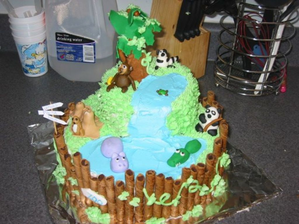 Astonishing Zoo Animal Birthday Cake Cakecentral Com Funny Birthday Cards Online Amentibdeldamsfinfo