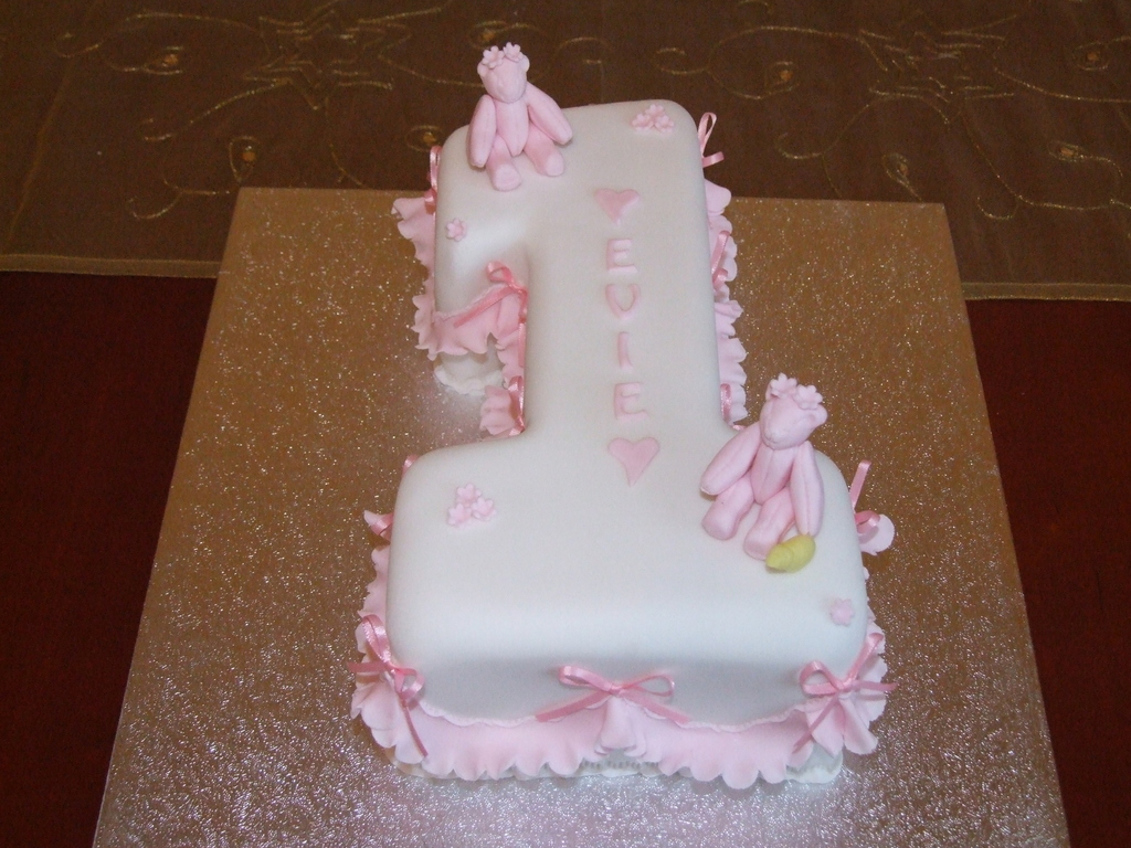 Enjoyable Baby Girls 1St Birthday Cake Cakecentral Com Personalised Birthday Cards Paralily Jamesorg