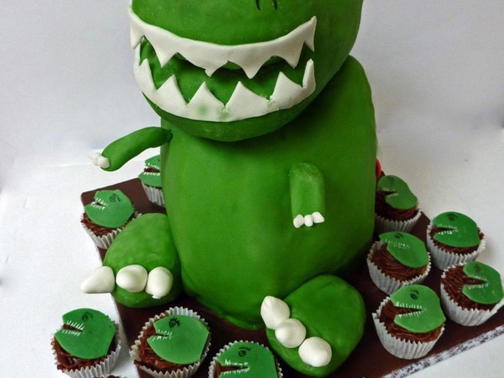 Lexzies TRex Cake CakeCentralcom