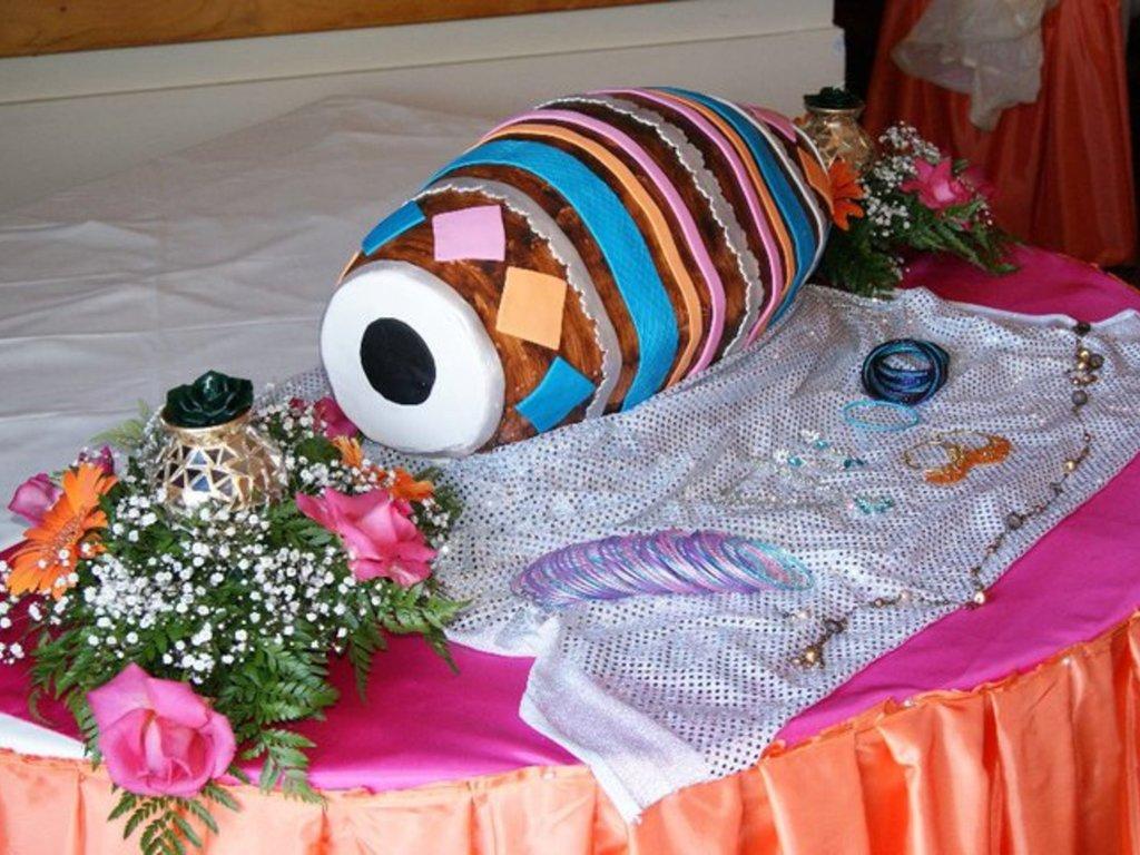 Mehndi Cushion Cake : Dholki cake dhol cakecentral