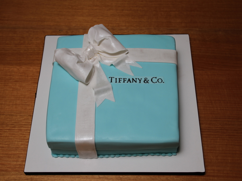 Astounding Tiffany Co Birthday Cake Cakecentral Com Funny Birthday Cards Online Fluifree Goldxyz