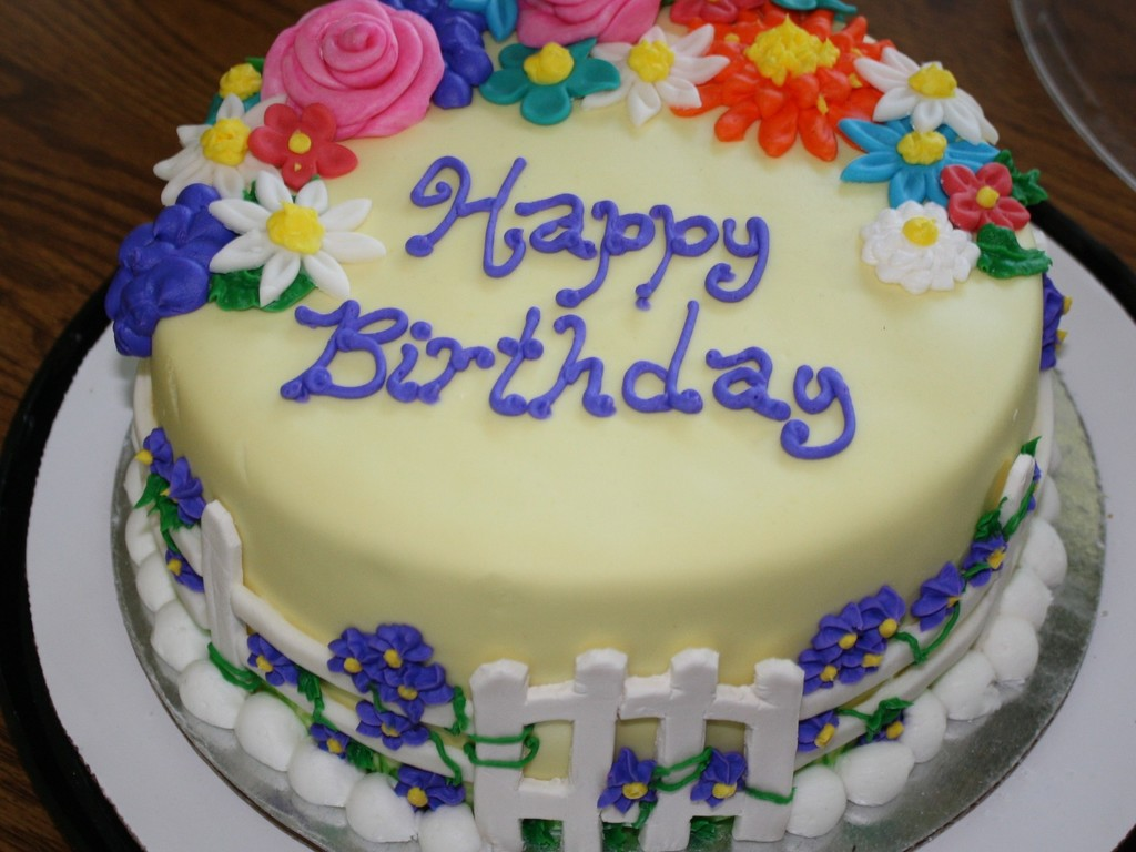 Sensational Grandmas Birthday Cake Cakecentral Com Funny Birthday Cards Online Chimdamsfinfo