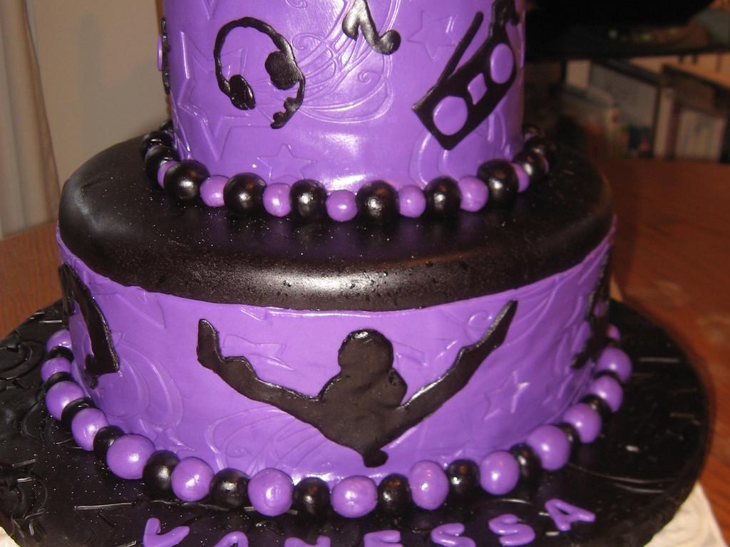 Excellent Hip Hop Dance Birthday Cake Cakecentral Com Funny Birthday Cards Online Inifodamsfinfo