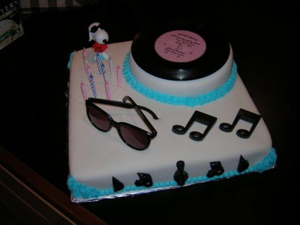 Pleasant Hip Music Themed Birthday Cake Cakecentral Com Funny Birthday Cards Online Alyptdamsfinfo