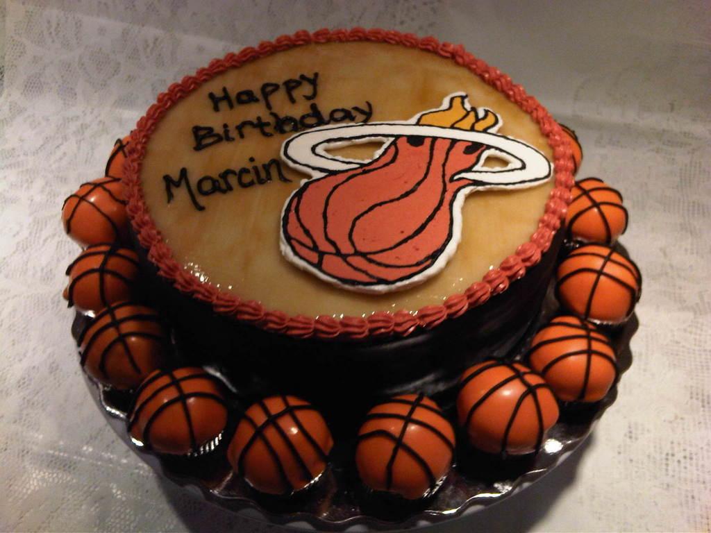 Stupendous Basketball Themed Birthday Cake And Cake Bites Cakecentral Com Funny Birthday Cards Online Benoljebrpdamsfinfo