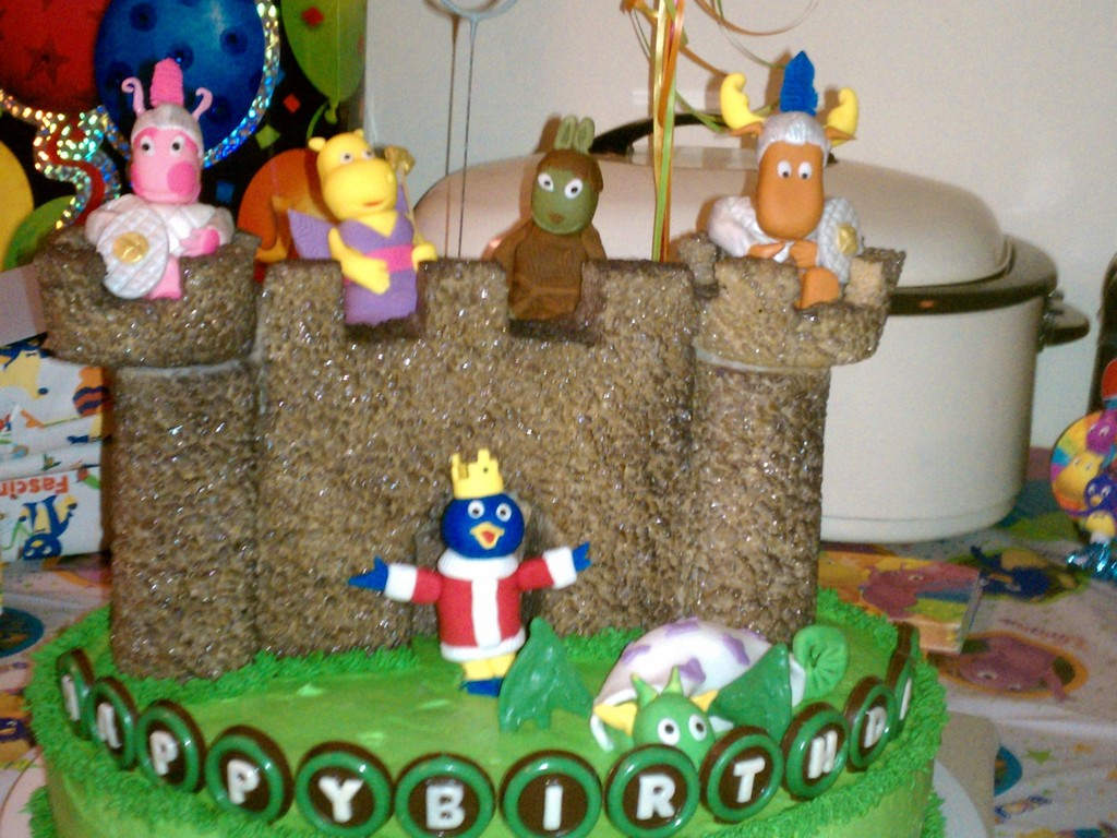 Magnificent Backyardigans Mighty Knight Cake Cakecentral Com Funny Birthday Cards Online Eattedamsfinfo