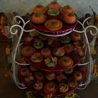 Fall Leaf Covered Cupcakes & Pumpkins