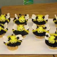Bumble Bee Cupcakes From the Wilton cupcake fun book