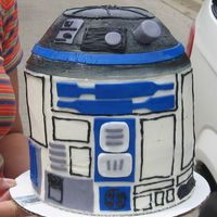 R2D2 iced in bc with fondant accents