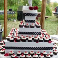 August Wedding black forrest cupcakes with creamcheese frosting