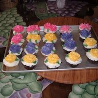 Flower Cupcakes This is a mix of vanilla and chocolate cupcakes with italian merinque icing and flowers