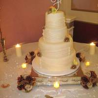 Round Wedding Cake With Callalillies