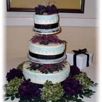 Johnson11-16-07.jpg This is a cake for my best friends vow renewal. I was so disappointed when we took the stand out of the box it was bent and we couldn'...