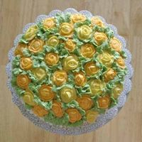 Yellow Roses, Top View   Birthday cake for a friend, buttercream