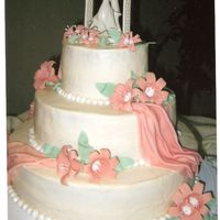 Peach Drape & Lilly Wedding Cake Buttercream icing. Fondant drapes. Fondant lillies with gum tex added to make stable.
