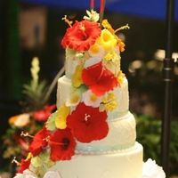 Hawaiian Themed Wedding Cake this is a bigger picture of the same wedding cake