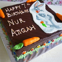 Atiqah's B'day chocolate cake with butter cream.I drew the bug's bunny image on a piece of fondant.the carrots are made of fondant too
