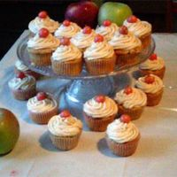 Apple Cupcakes Made my basic white cake with changes to include spices and apples.Basic vanilla buttercream frosting, added spices, apple cider and a...
