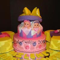 Twin Girls Baby Shower Idea came from a cake by milliegonza. Gracias Millie por tu ayuda. Babie heads were molded with a mold I made.