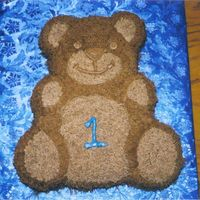 Huggable Bear  Gift for a friend's child's first birthday. I don't like the look of Star tip decorating, so I used the grass tip. I like...
