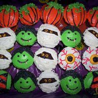 Halloween Cupcakes I made these for a coworker to take to her Dr's office.