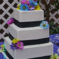 Square Wedding Cake With Daisies
