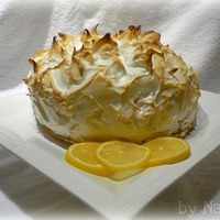 Lemon Meringue Cake! I made this for my BF birthday. He loves lemon meringue pie,SO I made a lemon meringue cake. Lemon cake with vanilla mousse filling then...