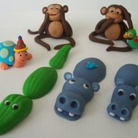 Fondant Animals I made this for a cake that my friend caixa is making .