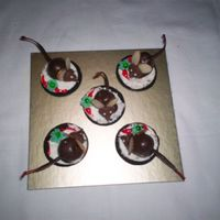 Christmas Mice (Aka 'not Even A Mouse') Inspired by Dale's Christmas Mice... voila my version with royal icing drop flower in green trimmed with red gel to represent a wreath...